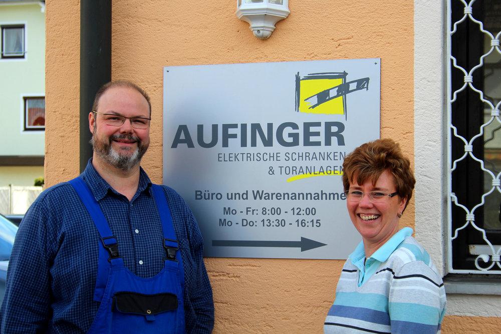 Peter Reiter und Astrid Aufinger-Reiter vor dem Firmensitz in Giliching