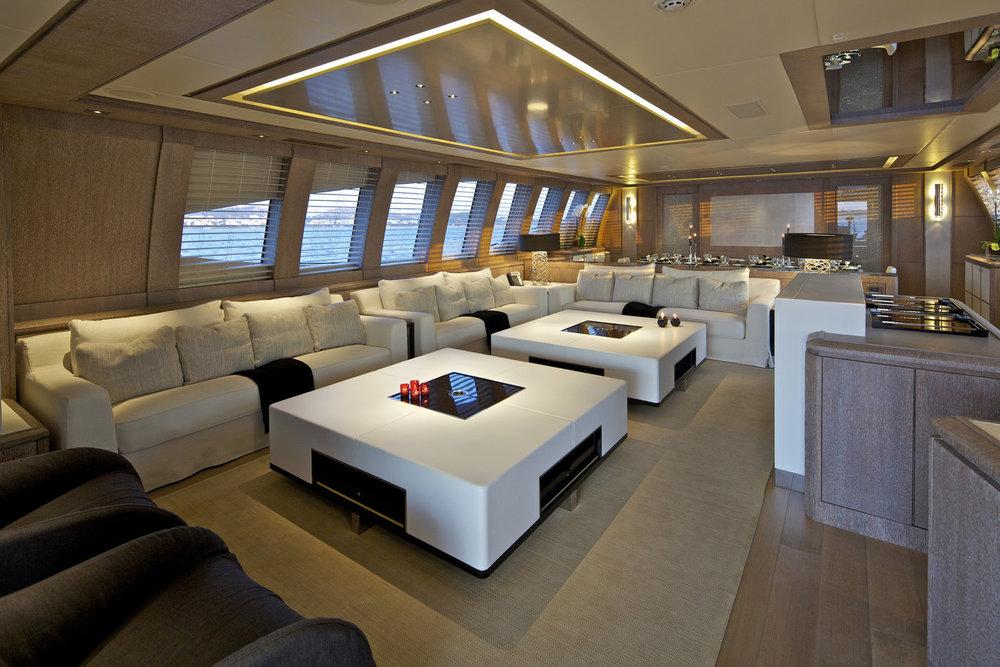 Copy of Salon sport yacht 135