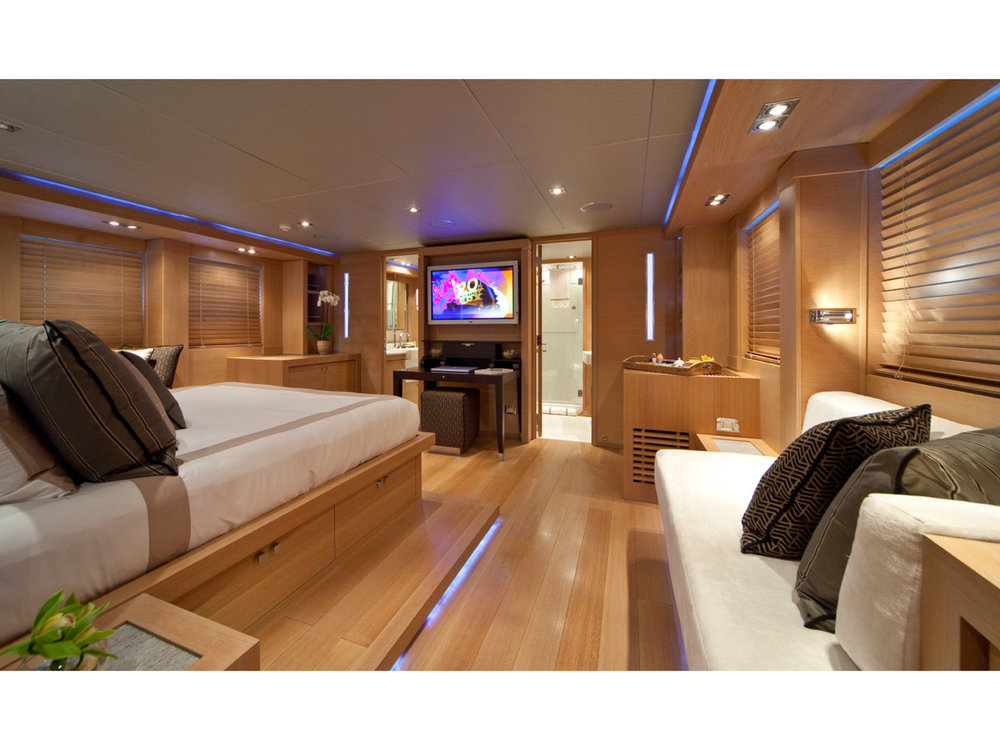 Copy of SPORTYACHT 120 LIVING AREA