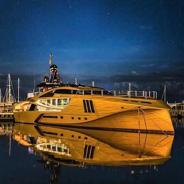 Gorgeous Khalilah lighting up the night sky 🌟 💫 📸 @memoriesnotincluded  #palmerjohnson #yacht #superyacht #memories #luxury #lifestyle #luxurylifestyle #luxurydesign #luxuryliving