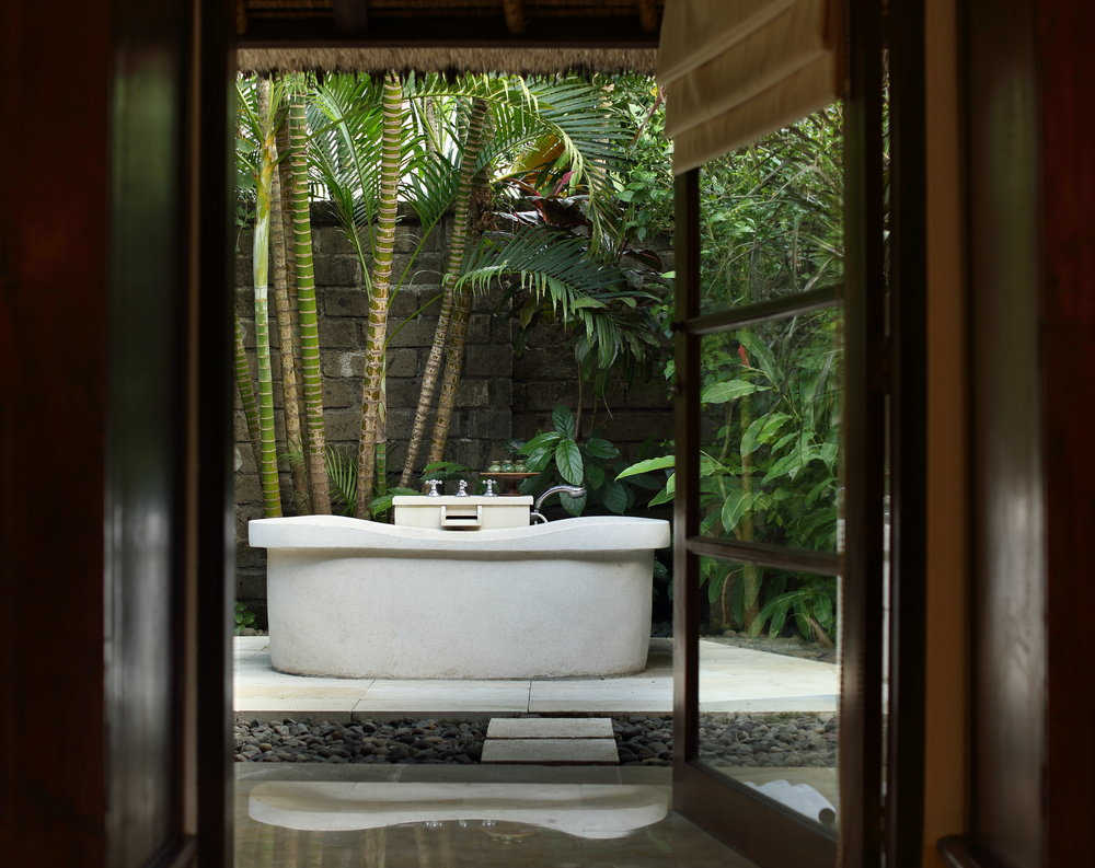 1-Bedroom Garden Villa - Outdoor Bathtub.JPG