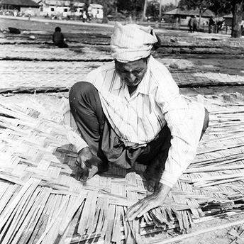 Threading bamboo to make hut walls.   Dhanapati / PhotoVoice / LWF
