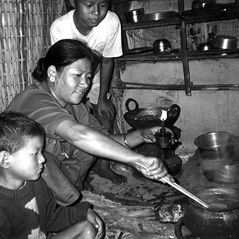 Cooking curry in the hut. We have to earn extra money in order to be able to buy vegetables.  Many people cannot afford to have a healthy diet and they become ill.  Bhimma / PhotoVoice / LWF