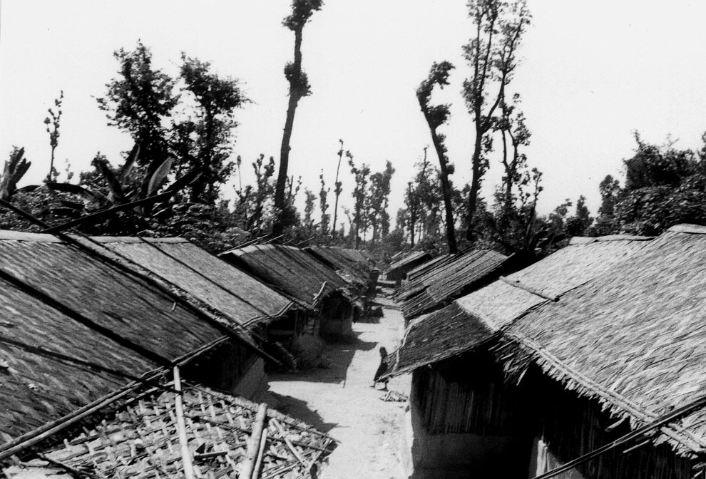 Refugee huts are arranged in lines and made of plastic and bamboo.   Pasang / PhotoVoice / LWF