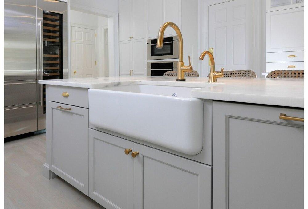 kitchen-gray-island-greeniwch-shaws-sink-2_preview.jpeg