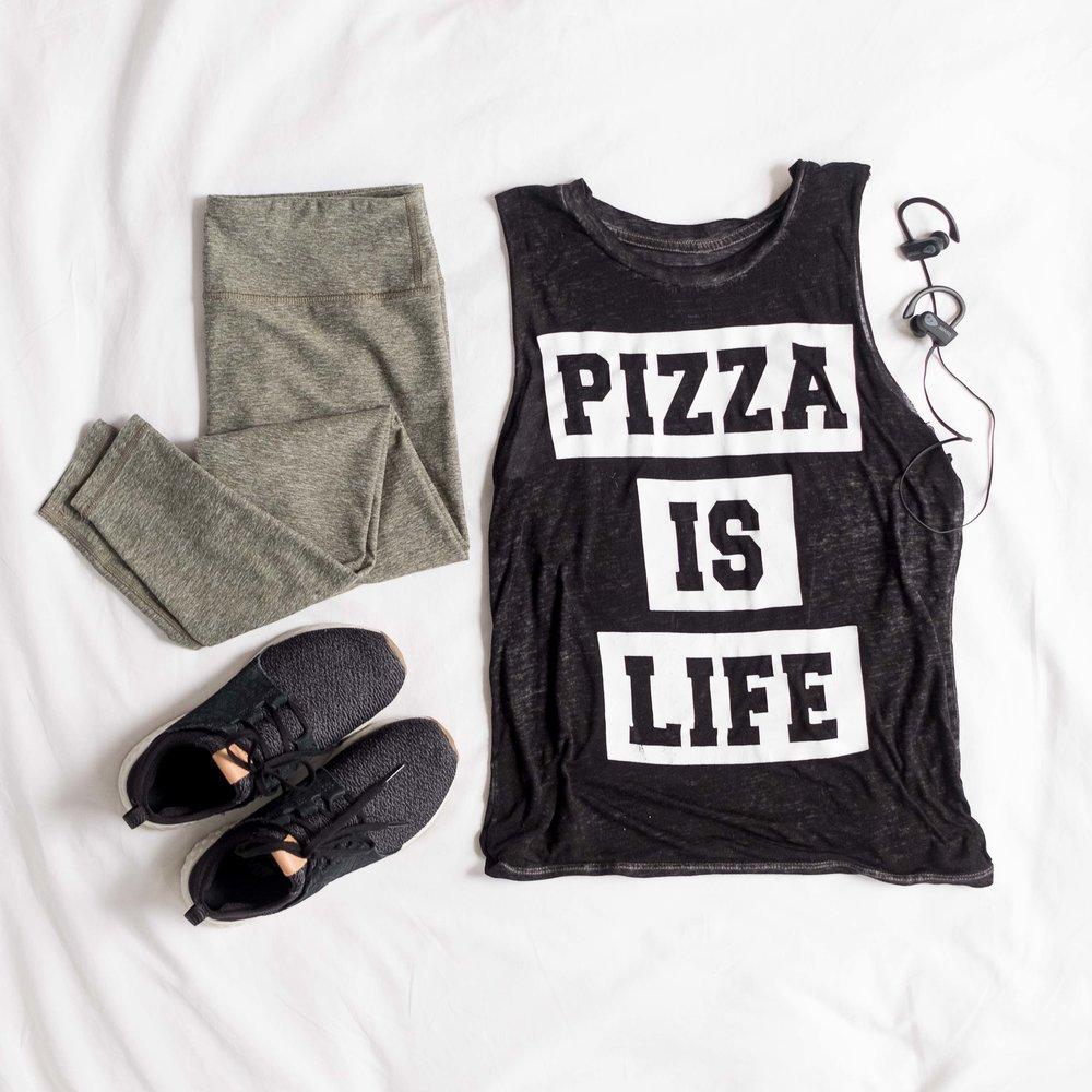 Outfit-flatlay-pizzaislife_110617_1x1-2.jpg