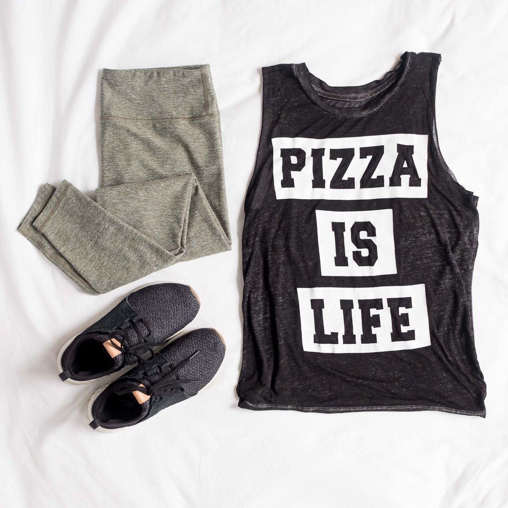 Outfit-flatlay-pizzaislife_110617_1x1-3.jpg