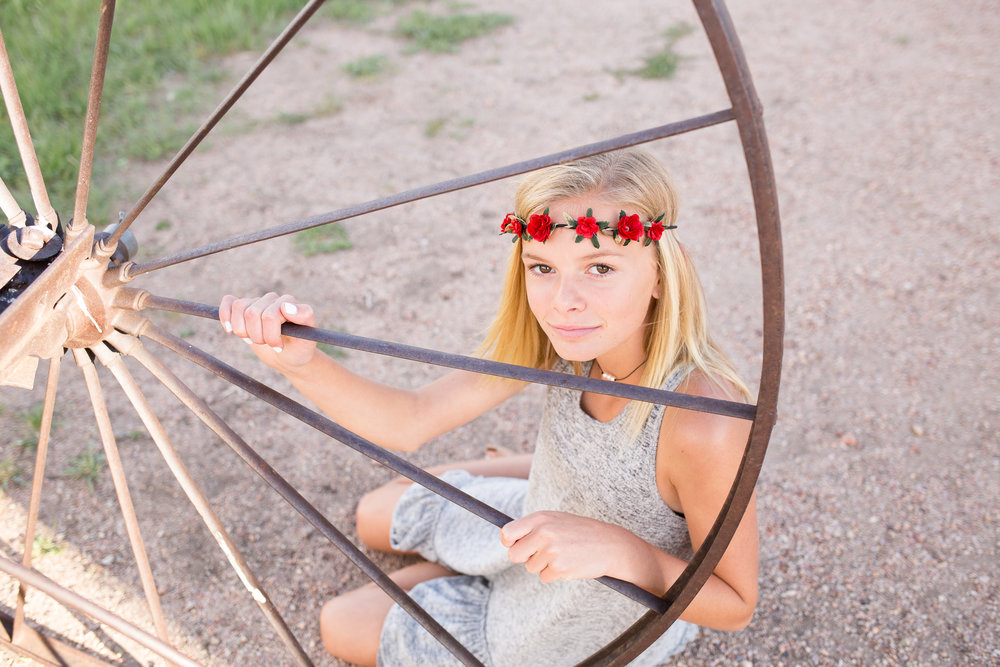 Colorado Springs Senior and Tween Photographer | Colorado  Springs Tween and Senior Photography | Stacy Carosa Photography | Middle school friends photo session with floral crowns