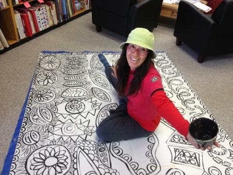 Katia Art Trek pintando mural.jpg