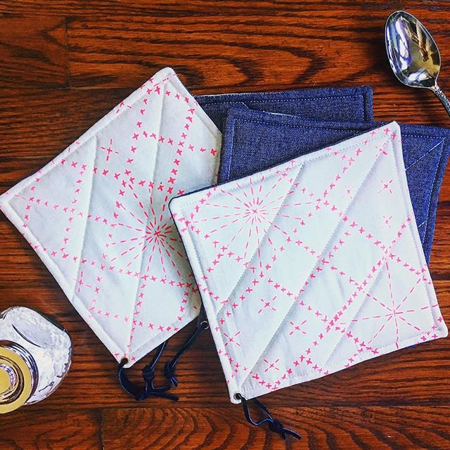Our pretty sashiko pot holders protect your hands + look good hanging up in your home, too 💃#doubleduty