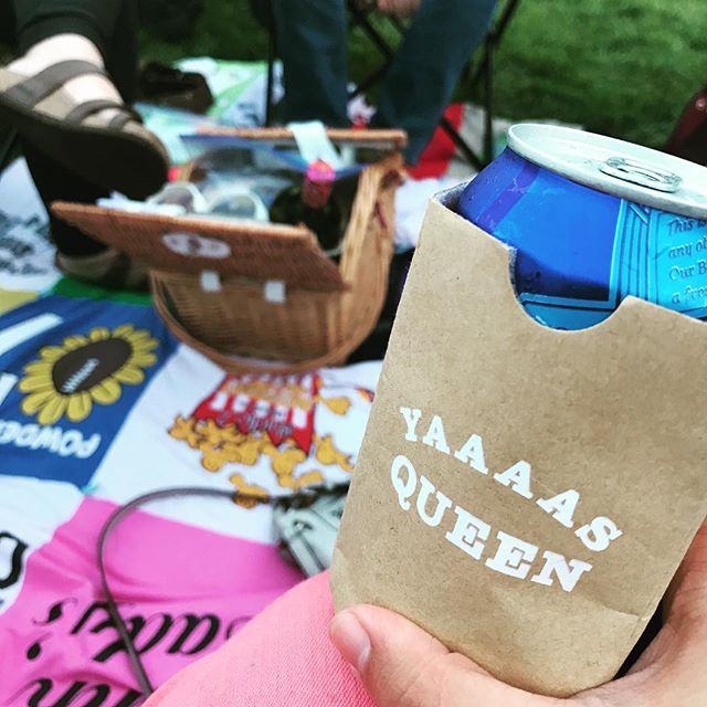 Happy #labordayweekend ! Hope you celebrate like a #queen ☀️🙌 And shout out to @roy_stephanie for taking that cue (literally) with one of our cozies!