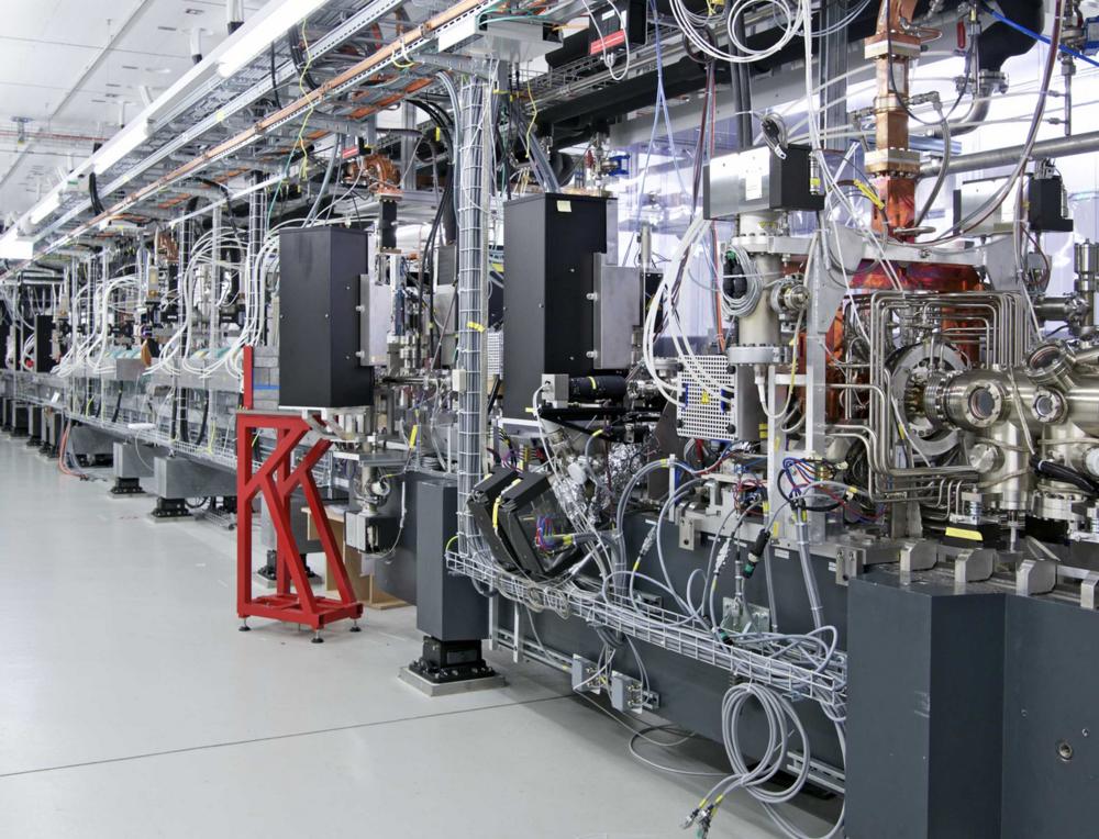 """L'Institut Paul Scherrer (PSI) est le plus grand centre de recherche énergétique en Suisse financé par des fonds publics. Il est né de la fusion de l'Institut suisse de recherches nucléaires fondée en 1960 et de l'Institut fédéral de recherche en matière de réacteurs de 1968. En ce moment le project """"SwissFEL"""" est mis en service, un laser à rayons X (Image: PSI)"""