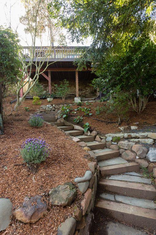 5847 garden steps.jpg