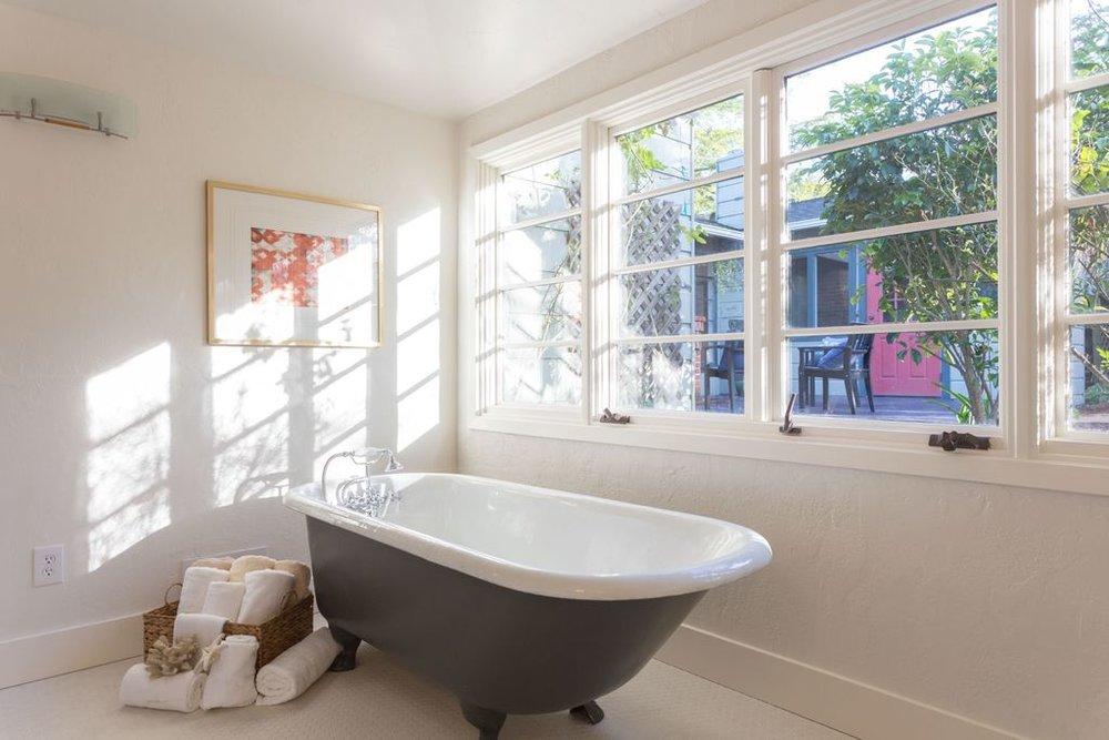 5847 master bath tub.jpg