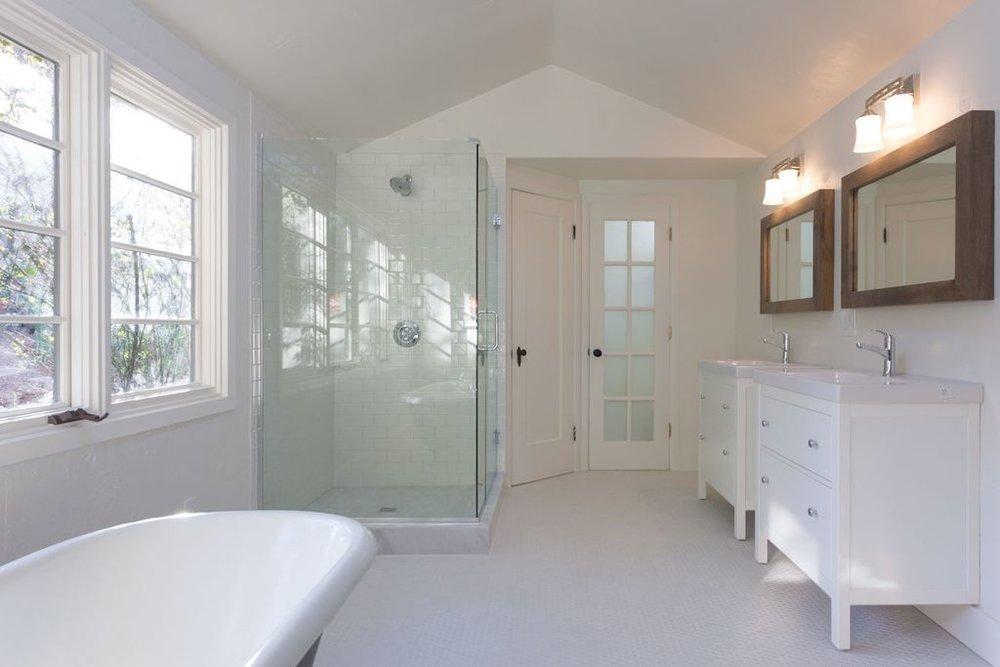 5847 master bath.jpg