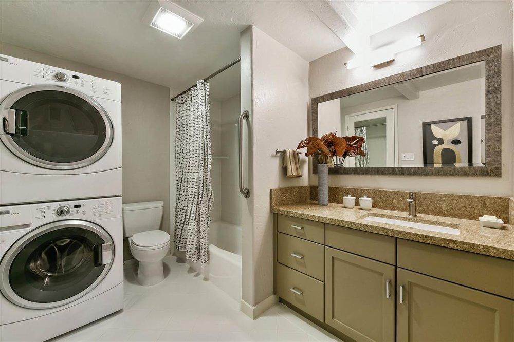 1095 bath laundry.jpg