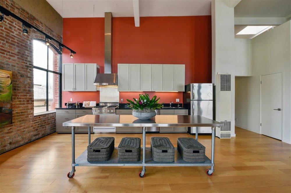 1095 kitchen wide island.jpg