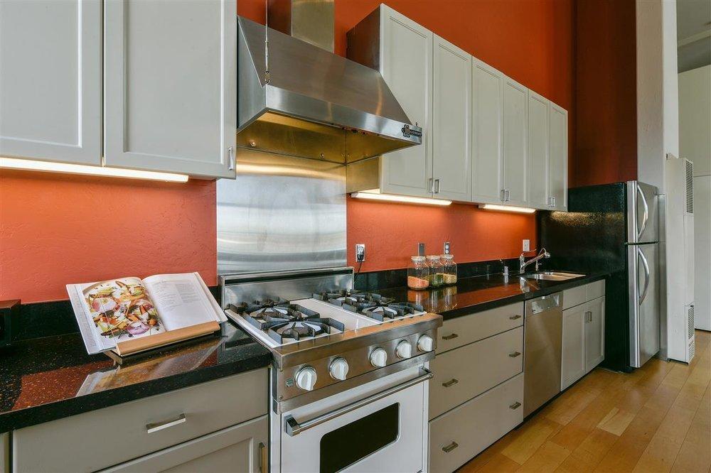 1085 kitchen appliances.jpg