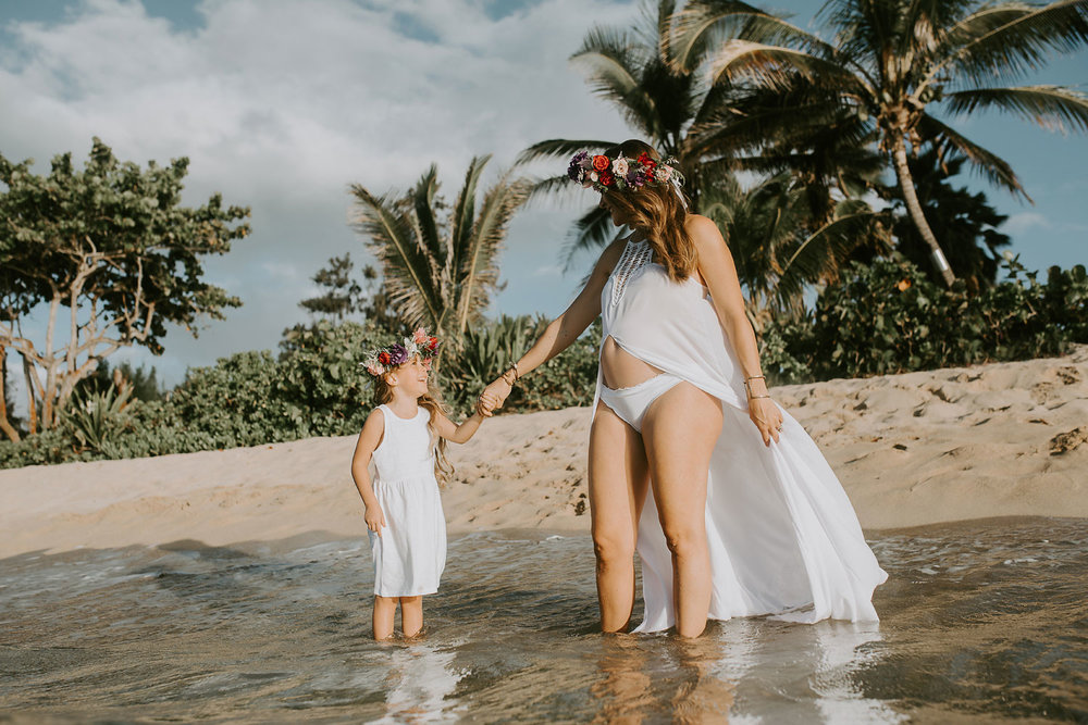 oahu-underwater-maternity-photographer-07.jpg