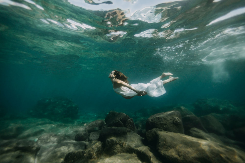 oahu-underwater-maternity-photographer-13.jpg