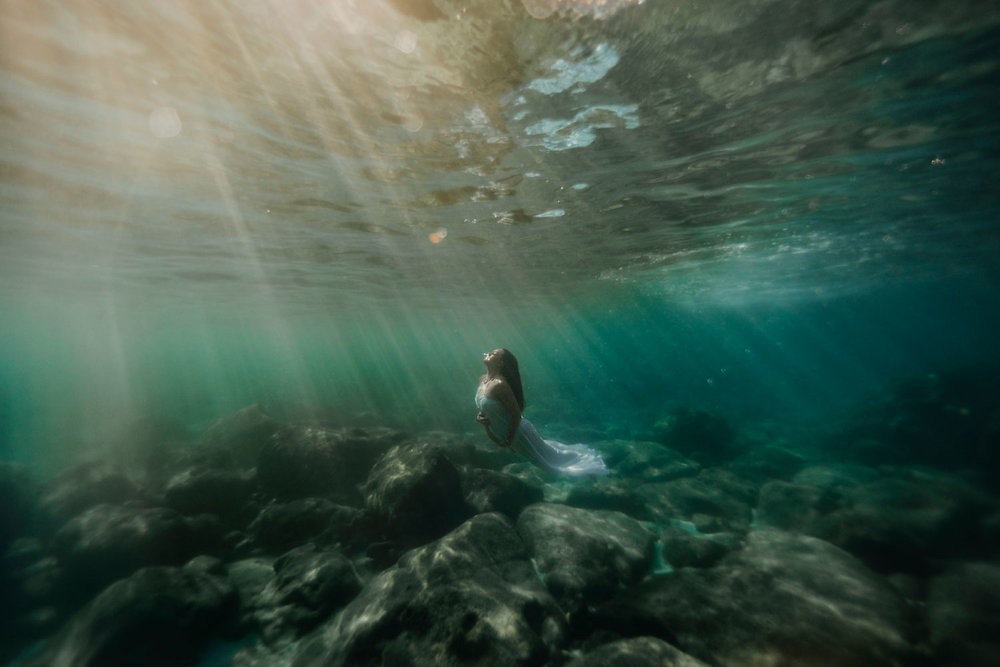 oahu-underwater-maternity-photographer-14.jpg
