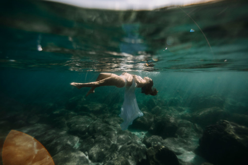 oahu-underwater-maternity-photographer-17.jpg