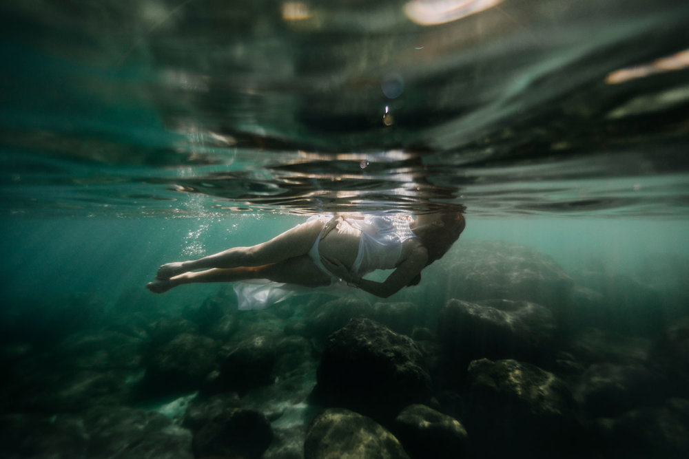 oahu-underwater-maternity-photographer-18.jpg