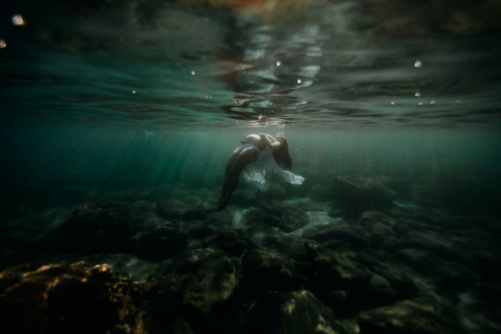 oahu-underwater-maternity-photographer-20.jpg