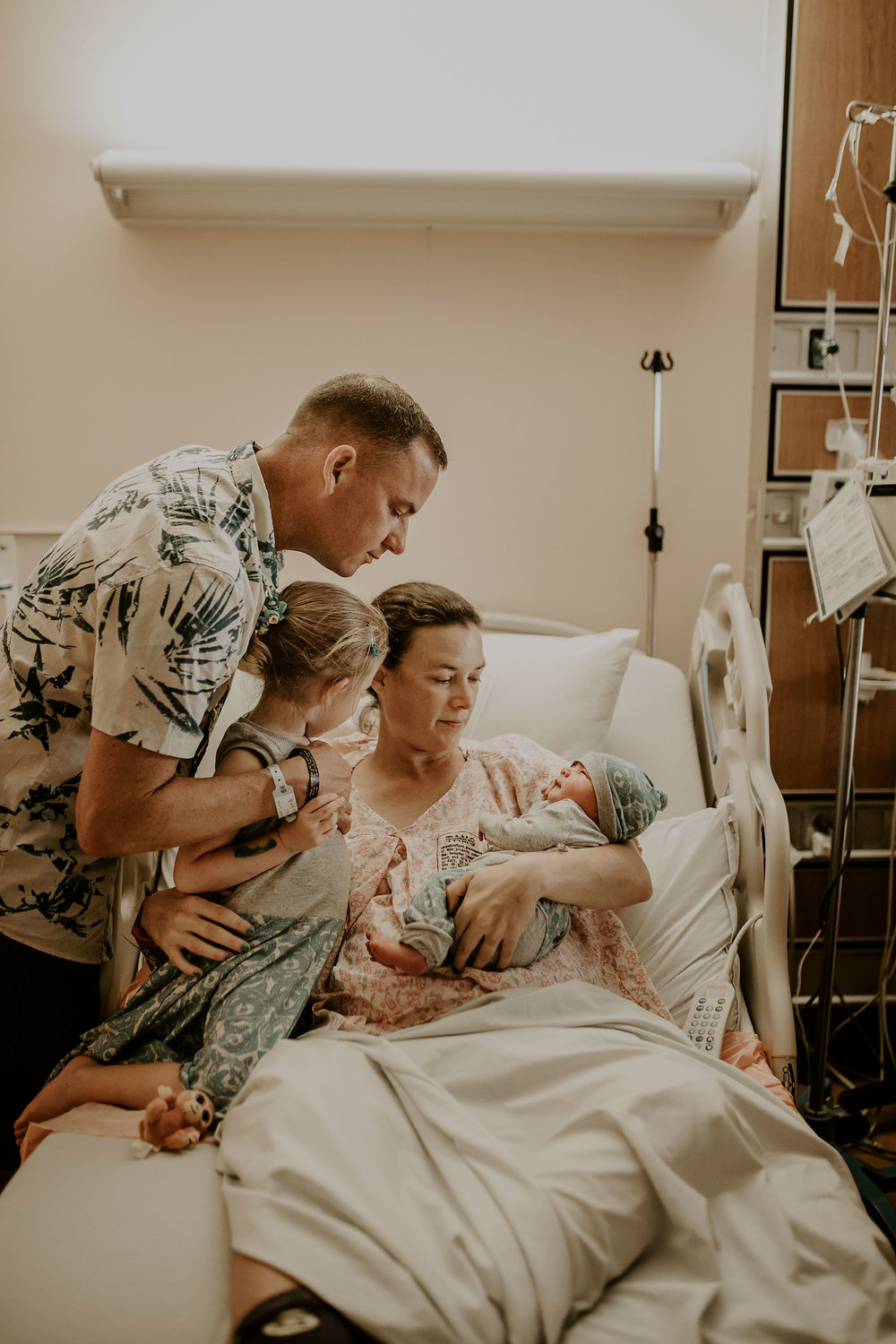 in-hospital-newborn-session-birth-photographer-hawaii-23.jpg