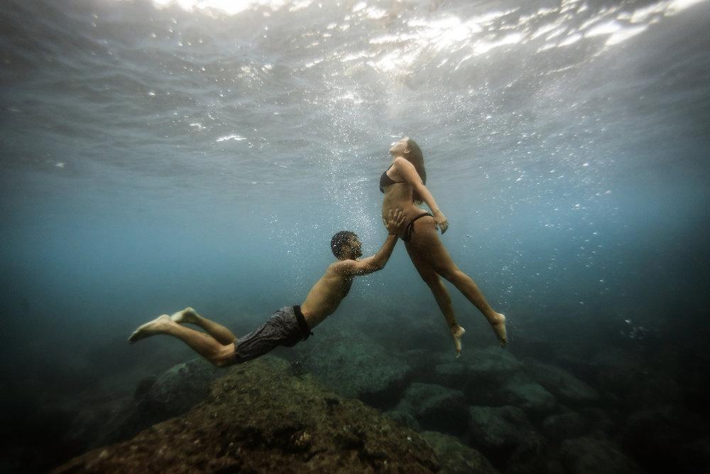 underwater-maternity-photographer-hawaii.jpg