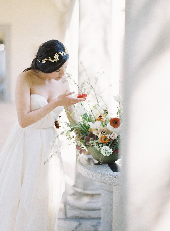 California Wedding Inspiration Fine Art Flowers Modern Romantic Finding Flora florist Sara Weir Wedding Venues Centerpiece Organic Sibo Designs Sarah Seven Magnolia Rouge