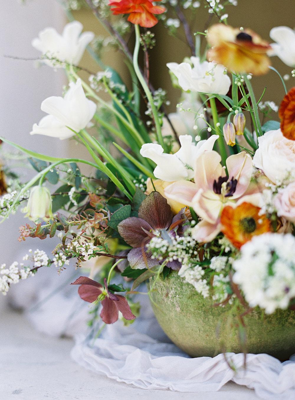California Wedding Inspiration Fine Art Flowers Modern Romantic Finding Flora florist Sara Weir Wedding Venues Organic Bridal Centerpiece Magnolia Rouge Luxury