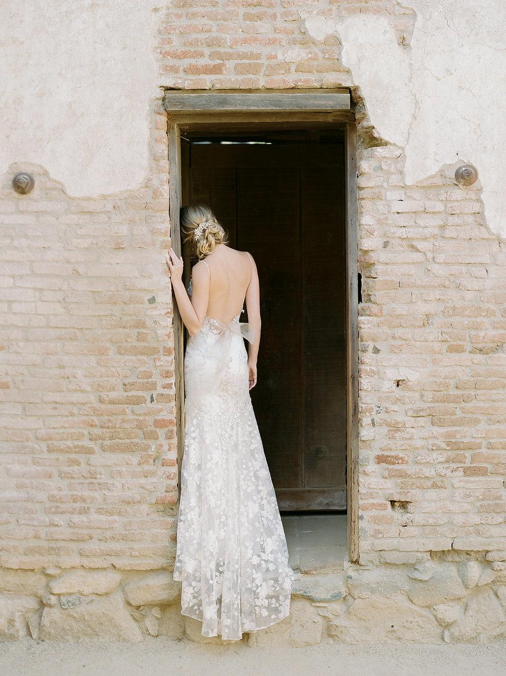 Spanish Mission Style Wedding Ideas Summer Flowers Finding Flora San Juan Capistrano European Venues California Claire Pettibone Wedding Dress Bridal Hair