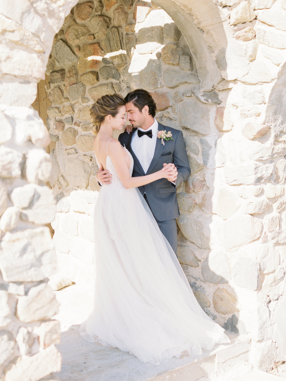 Romantic Moments for the Bride and Groom with Flowers by Finding Flora