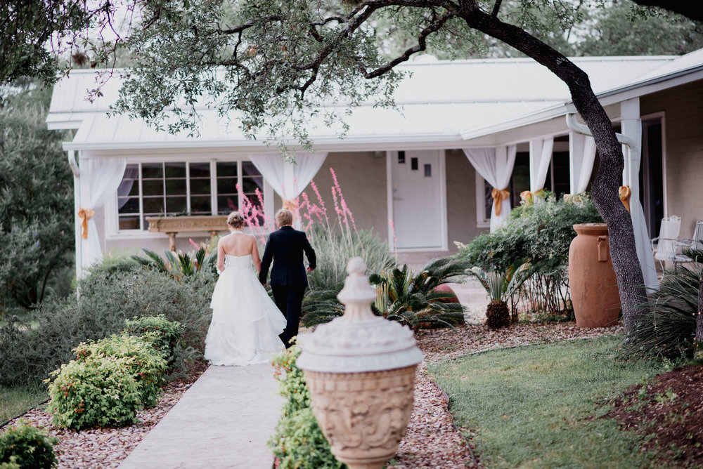 Austin Wedding Photographer Hacienda Del Lago LBGT Elegant036.jpg