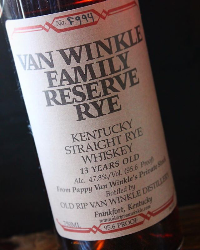 Van Winkle Family Reserve Rye is this week's Pappy Days pour! 🥃 #pappydays #pappyhour #happyhour #pappyvanwinkle #bourbon #whiskey #whisky #rye #ryewhiskey #monday #mondays #mondaymotivation #mondaymood #thesaratogasf #tenderloinsf #sanfrancisco #kentucky