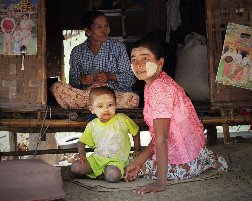 Village family, Bagan