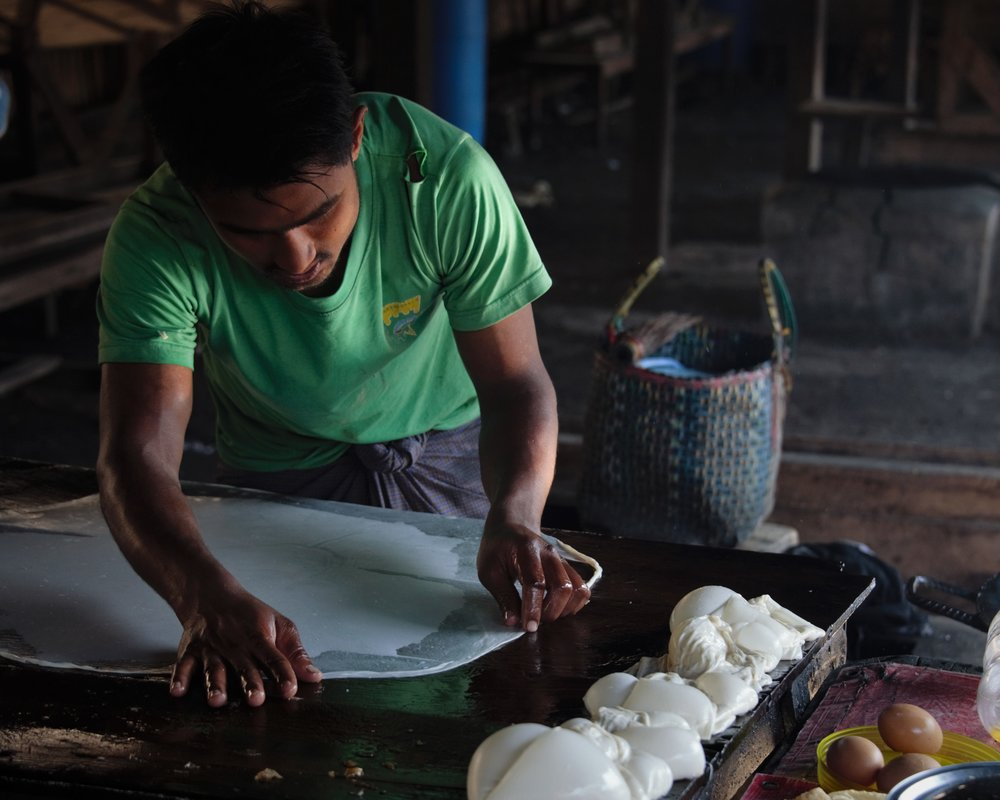 Pastry maker, farmers market, Inle Lake