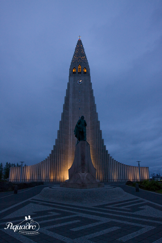 Hallsgrimkirkja at Night