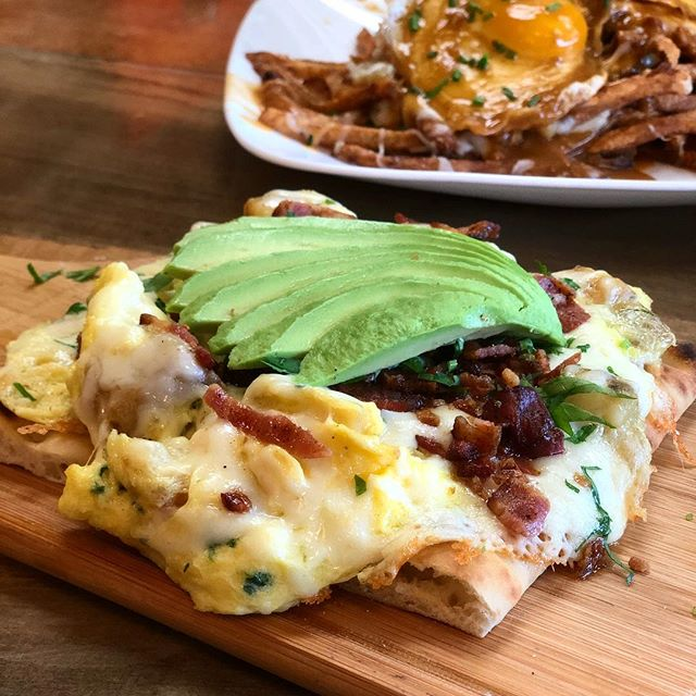 Pizza for breakfast at Project Brunch! 🍕🥓🥑 Our loaded breakfast pizza is filled with scrambled eggs, potatoes, fresh herbs, mozzarella and topped with crumbly bacon and avocado! #breakfastpizza #pizzaforbreakfast #projectbrunch