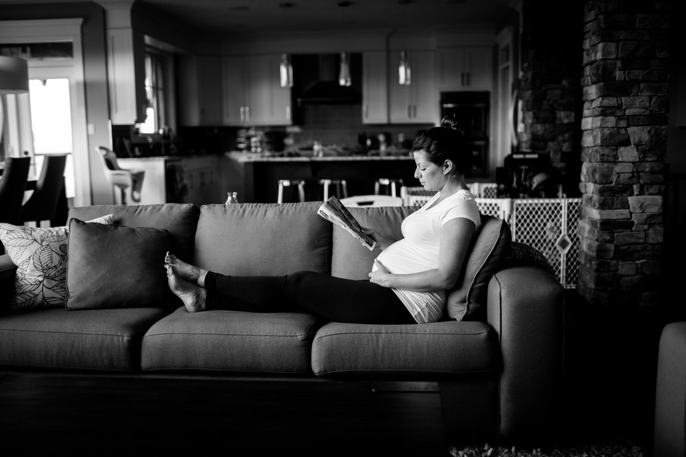 Edmonton Alberta maternity lifestyle photography