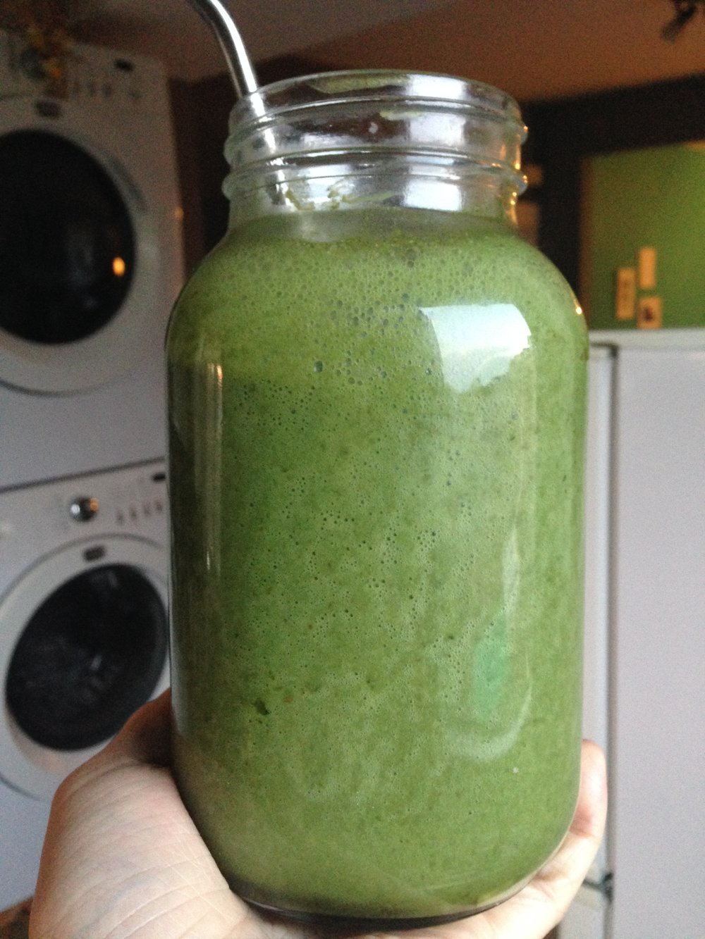green smoothie with dates