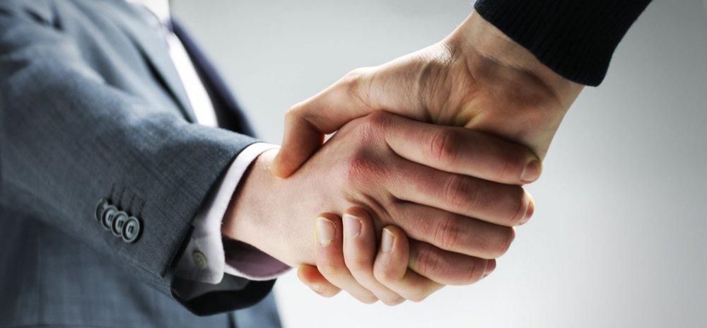 handshake-pano_19966.jpg