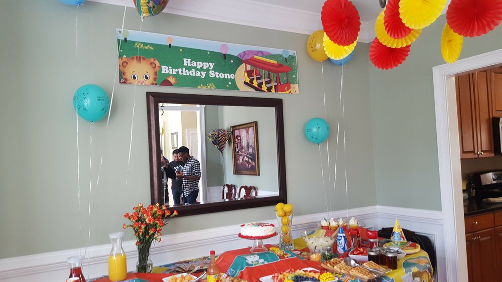 Custom balloons from Birthday Express on Amazon