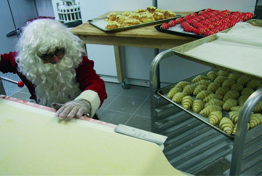 Le Père Noël prépare des croissants
