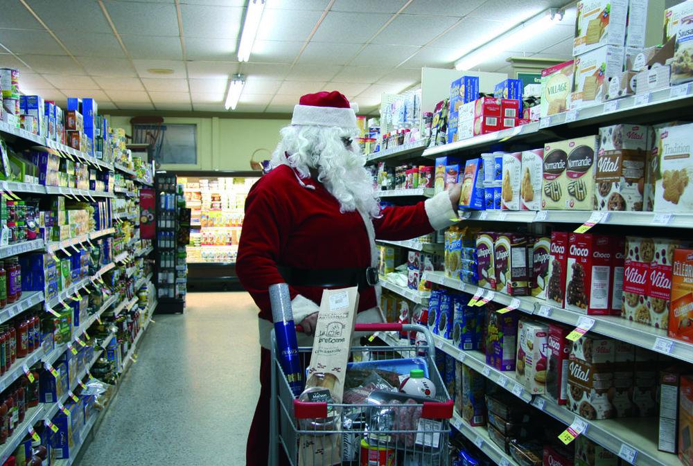 Le Père Noël fait son épicerie