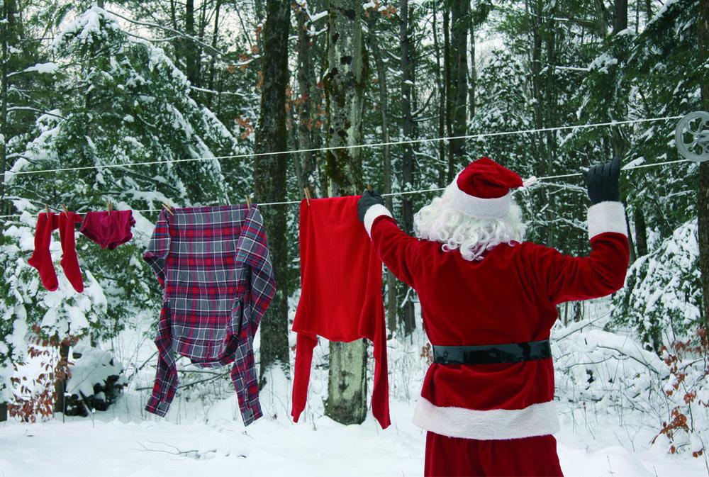 Le Père Noël fait sécher son linge