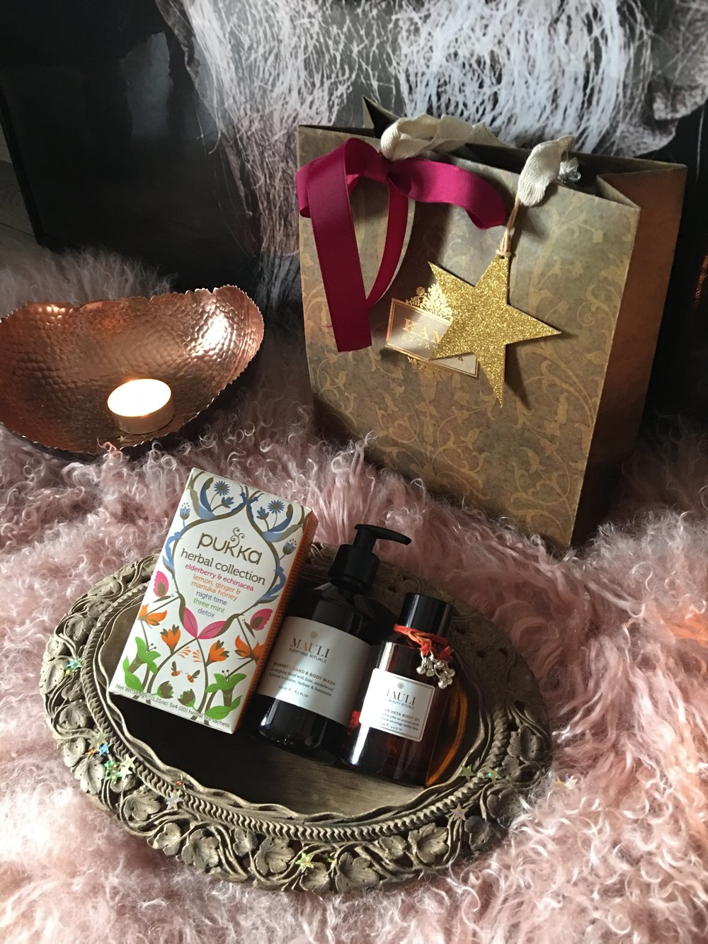 Ayurvedic Yoga Massage  (90mins), including bottle of Mauli Reawaken Body Wash and Body Oil, and a box of Pukka Herbs tea of your choice  £115