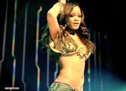 pon-de-replay-rihanna-9516850-500-361.jpg