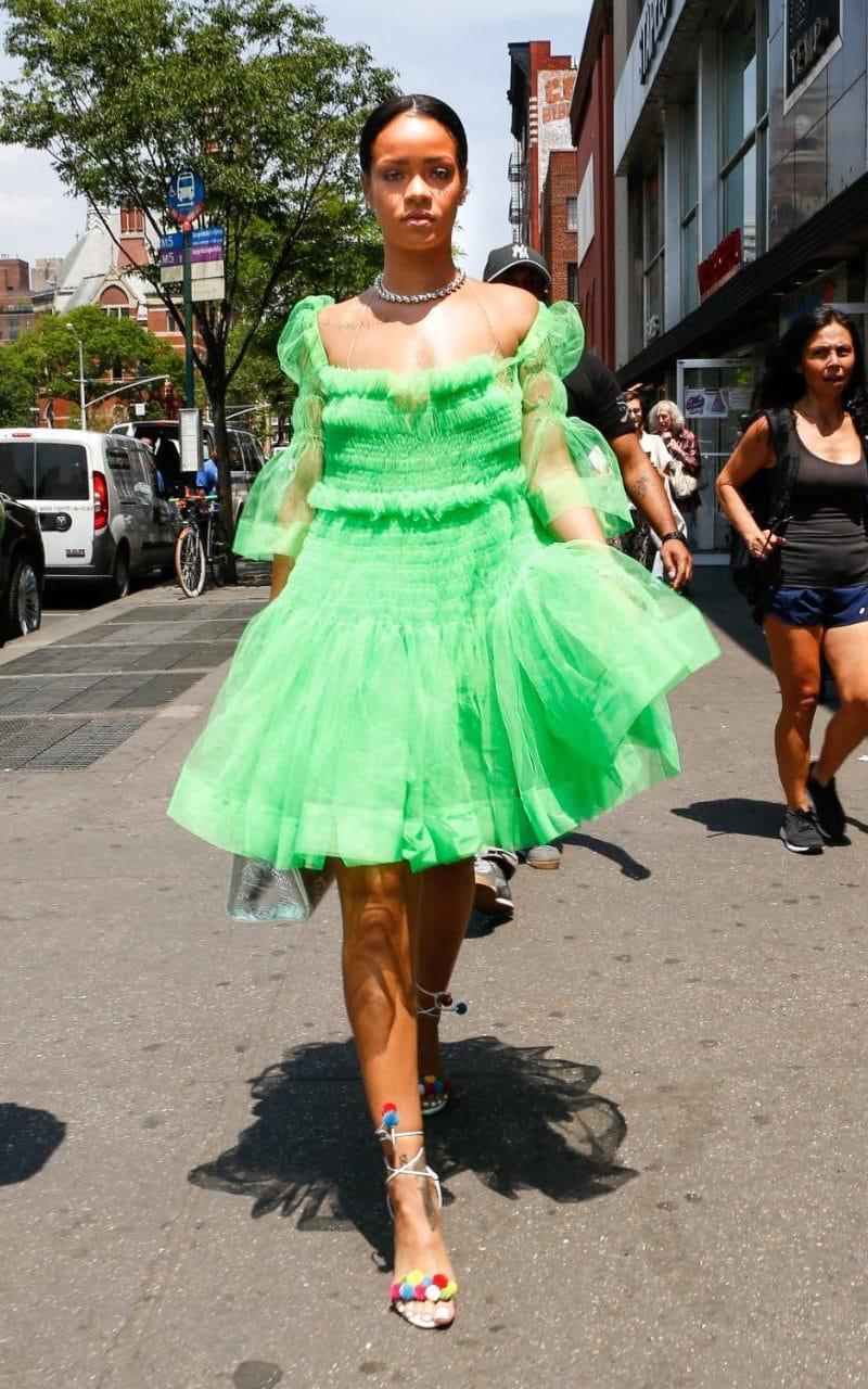 99187850_26May2016-rihanna_green_dress-xlarge_trans_NvBQzQNjv4Bq1N-0BbrGahnullJmqzE3f4XYXonGmLHMiv_Nv9kpPHk.jpg